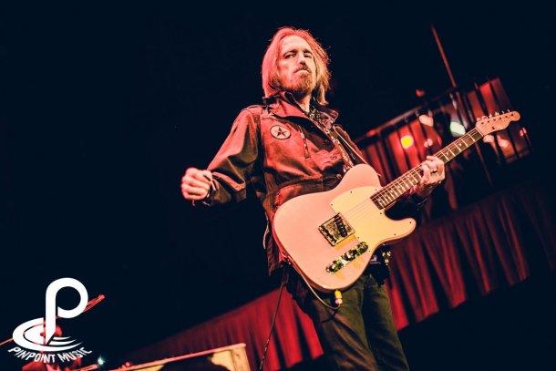 Tom Petty Fonda 6-9-13_BI7614.jpg